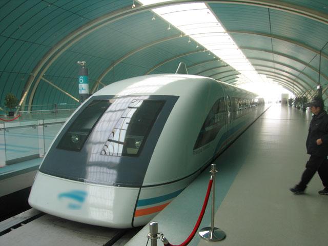 Первая в мире коммерческая железнодорожная линия на магнитной подушке