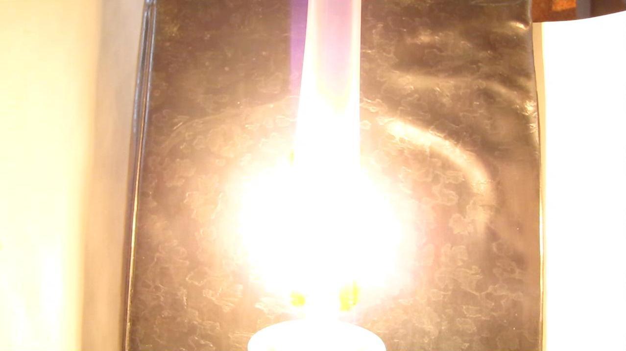 Как горит лампа накаливания на воздухе (без колбы)?