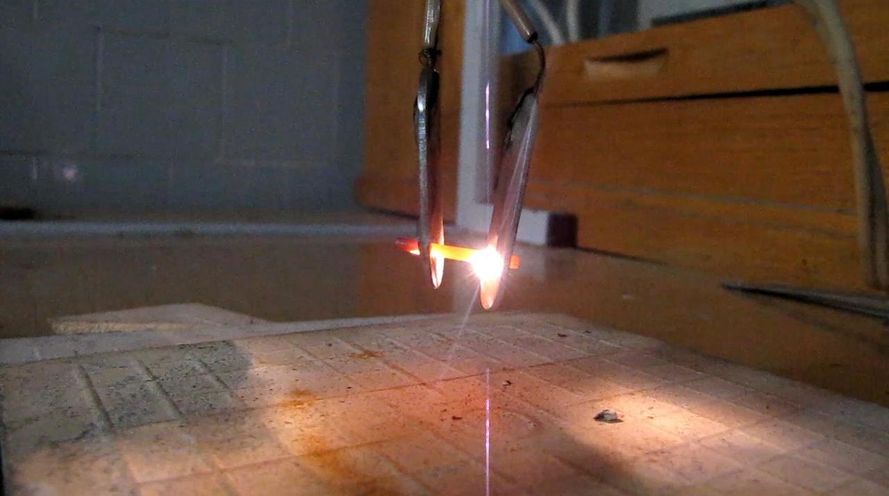Графит между электродами (220 В)