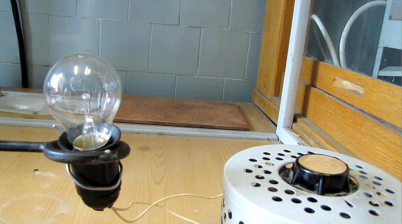 Лампа и ЛАТР (лабораторный автотрансформатор)