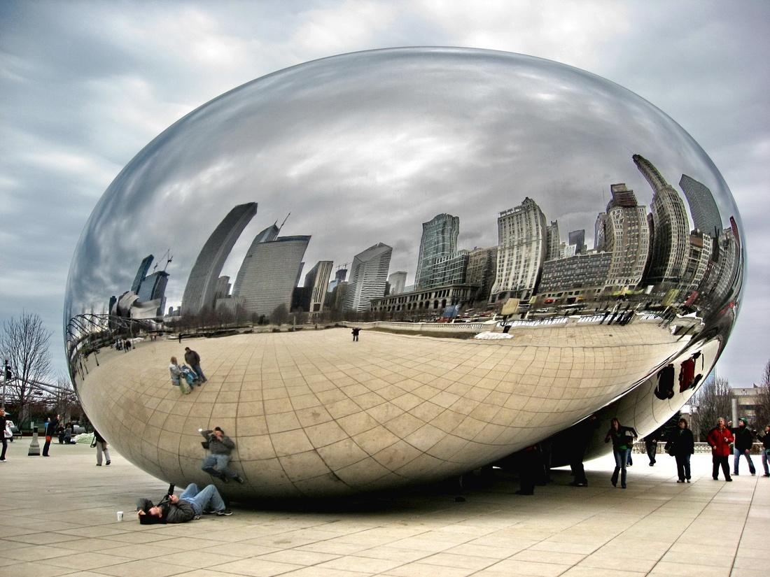 ''Облачные врата''. Скульптура Аниша Капурав (расположена в центре Чикаго)