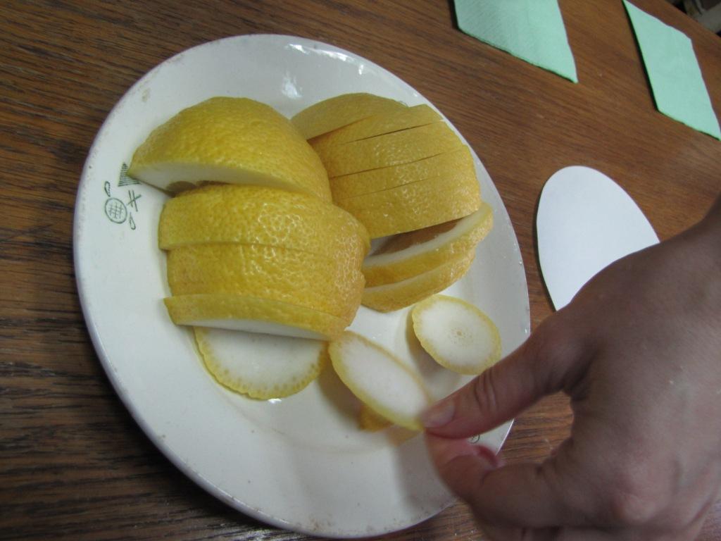 Лимоны в химической лаборатории
