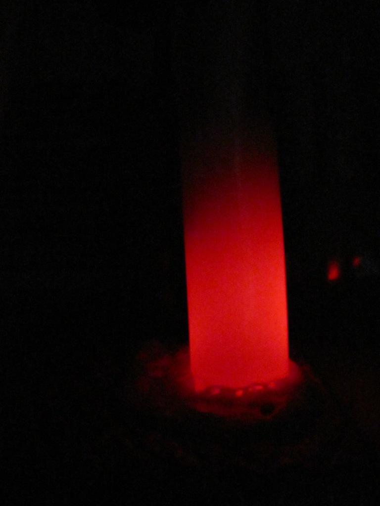 Хемилюминесценция: перекись водорода, едкий натр и хлор (синглетный кислород)