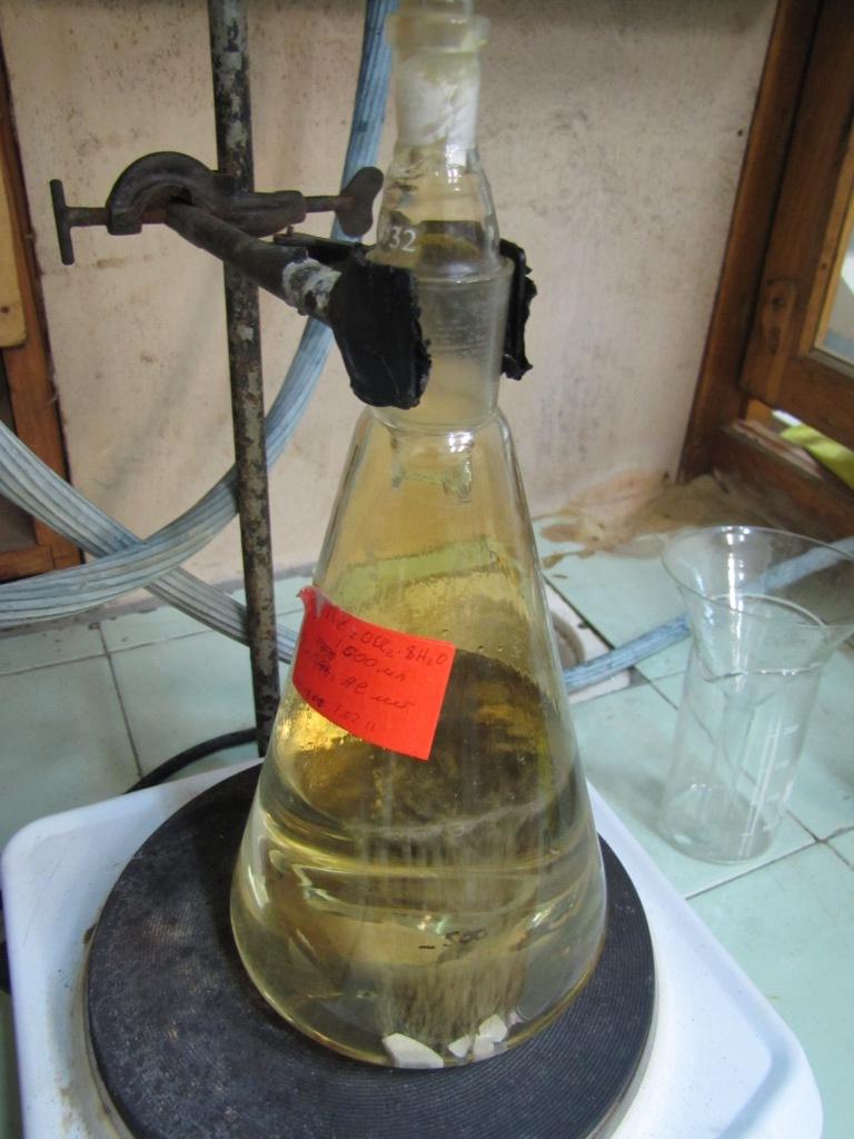 Получение дымящей азотной кислоты