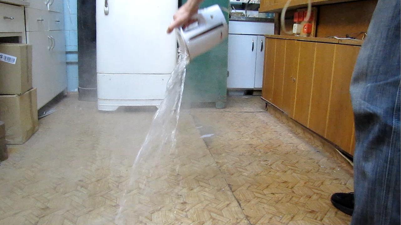 Жидкий азот и кипяток (получение тумана с помощью жидкого азота)