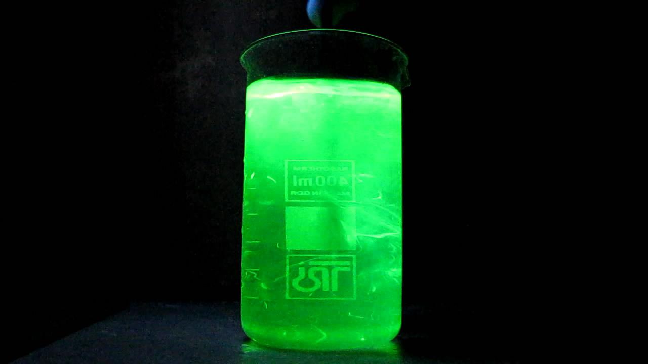 Флуоресцеин, ультрафиолетовая лампа и едкий натр