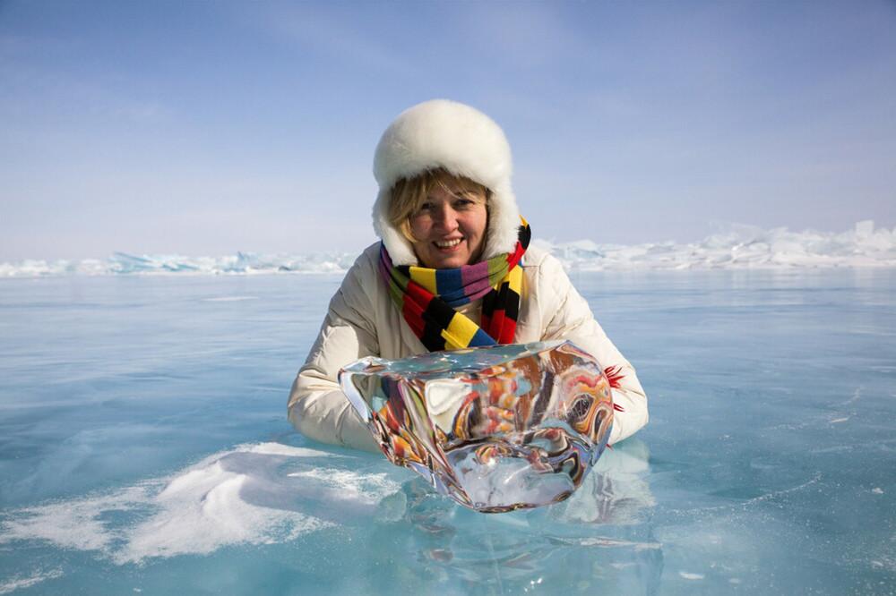 Бирюзовый лед озера Байкал