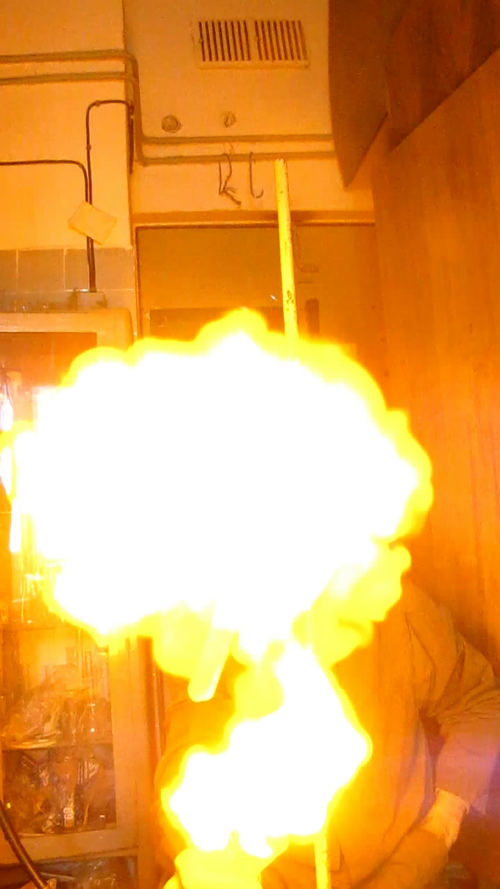 Мыльные пузыри с водородом (вспышка)