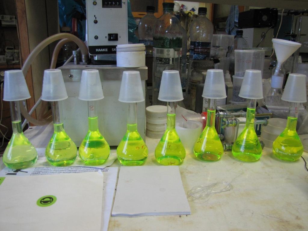 Флуоресцеин  в лаборатории
