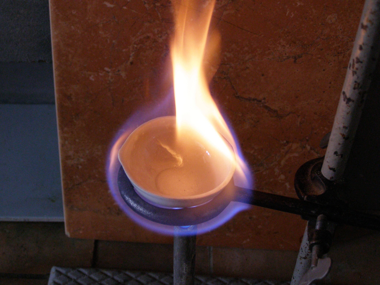 Пороховой вулкан (Реакция калиевой селитры с углем и серой)