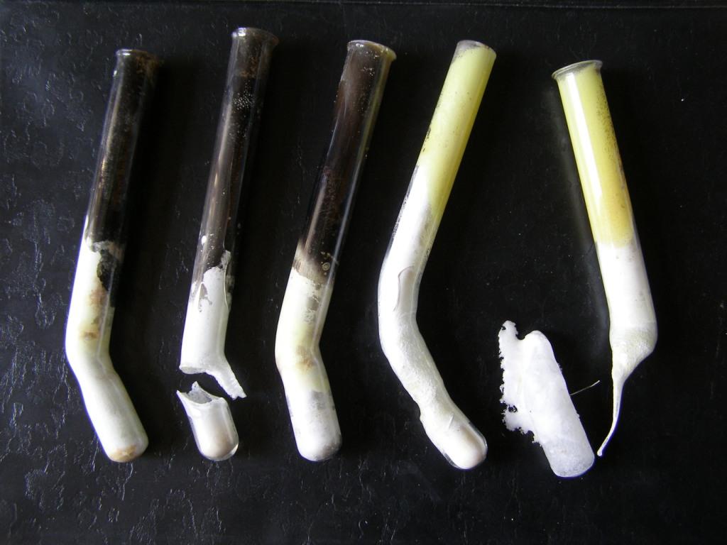 Горение угля и серы в расплаве нитрата калия