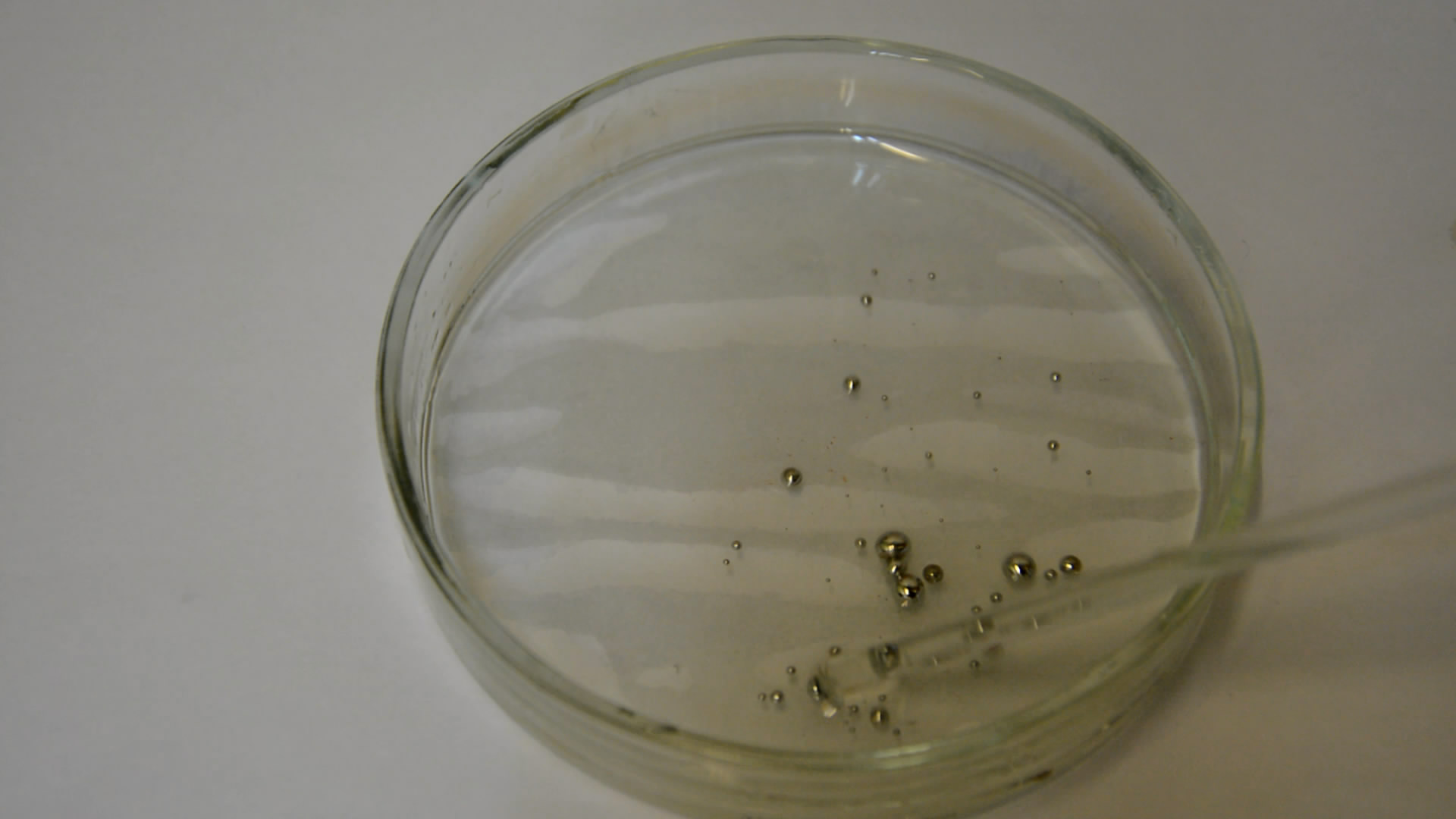 Живые капли ртути (капли ртути, разбавленная азотная кислота, бихромат калия). Drops of mercury, dichromate and nitric acid