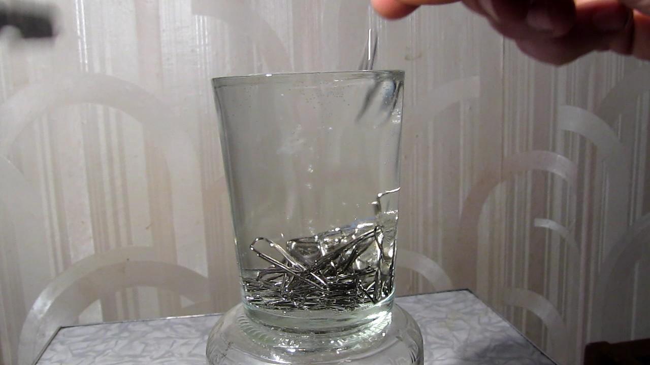 Сколько скрепок поместится в стакане полном воды (эксперименты с поверхностным натяжением). How many paper clips can fit a full glass of water (experiments with surface tension)