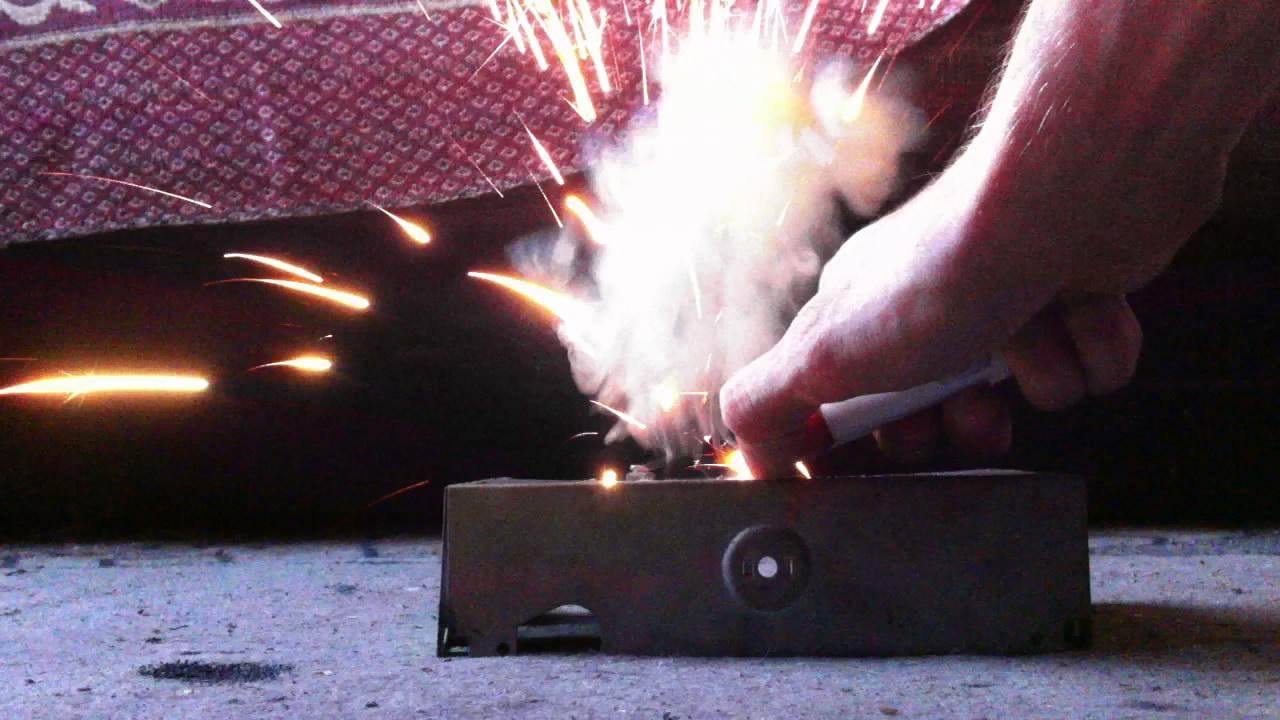 Горение смеси перманганата калия и ферроцерия. Ferrocerium and potassium permanganate (combustion of mixture)