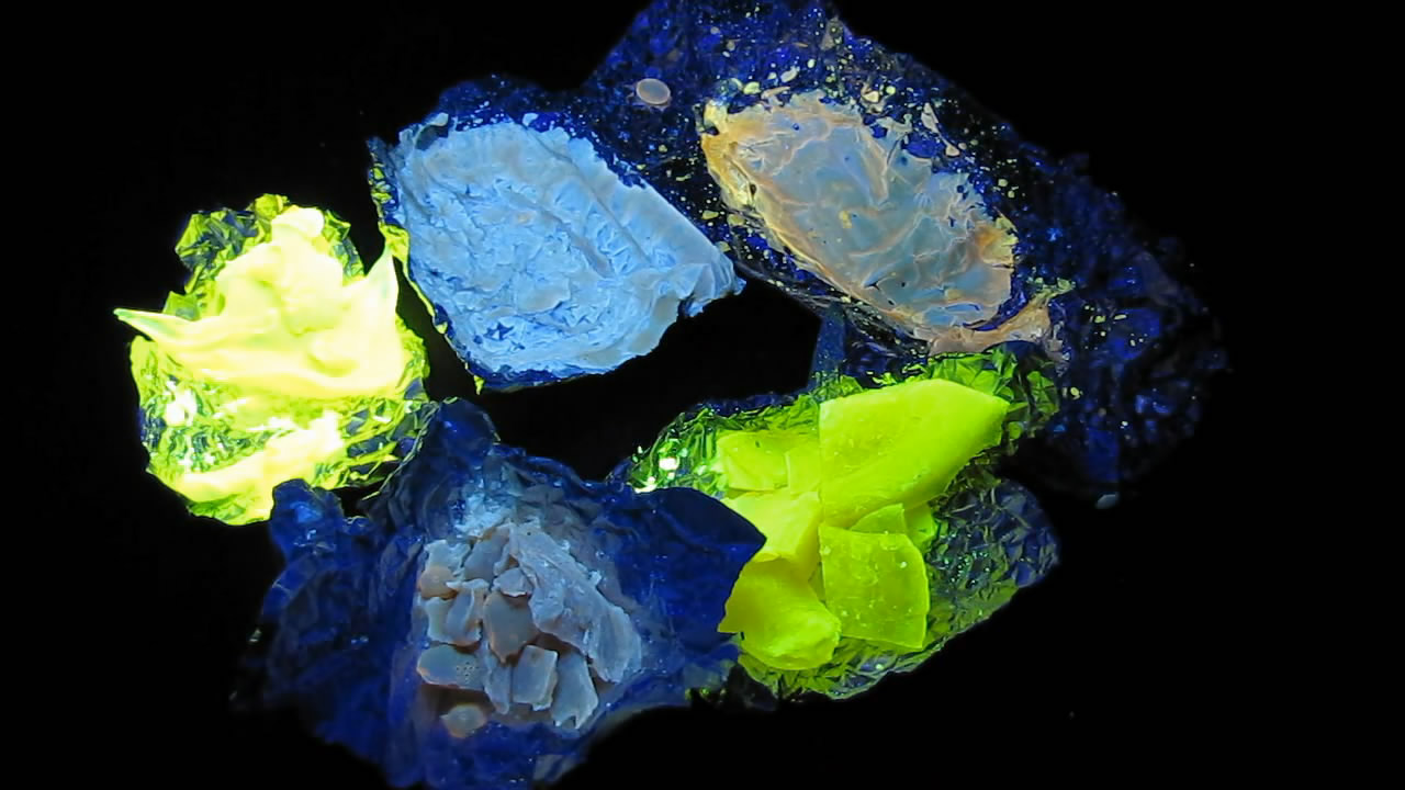 Люминофоры: сахароза и органический краситель. Phosphors: sucrose and organic dye