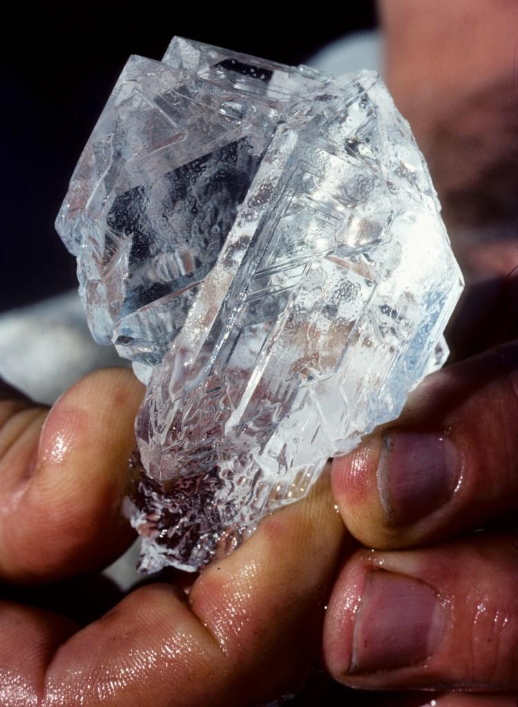 Мирабилит - природный сульфат натрия. Mirabilite (natural sodium sulphate)