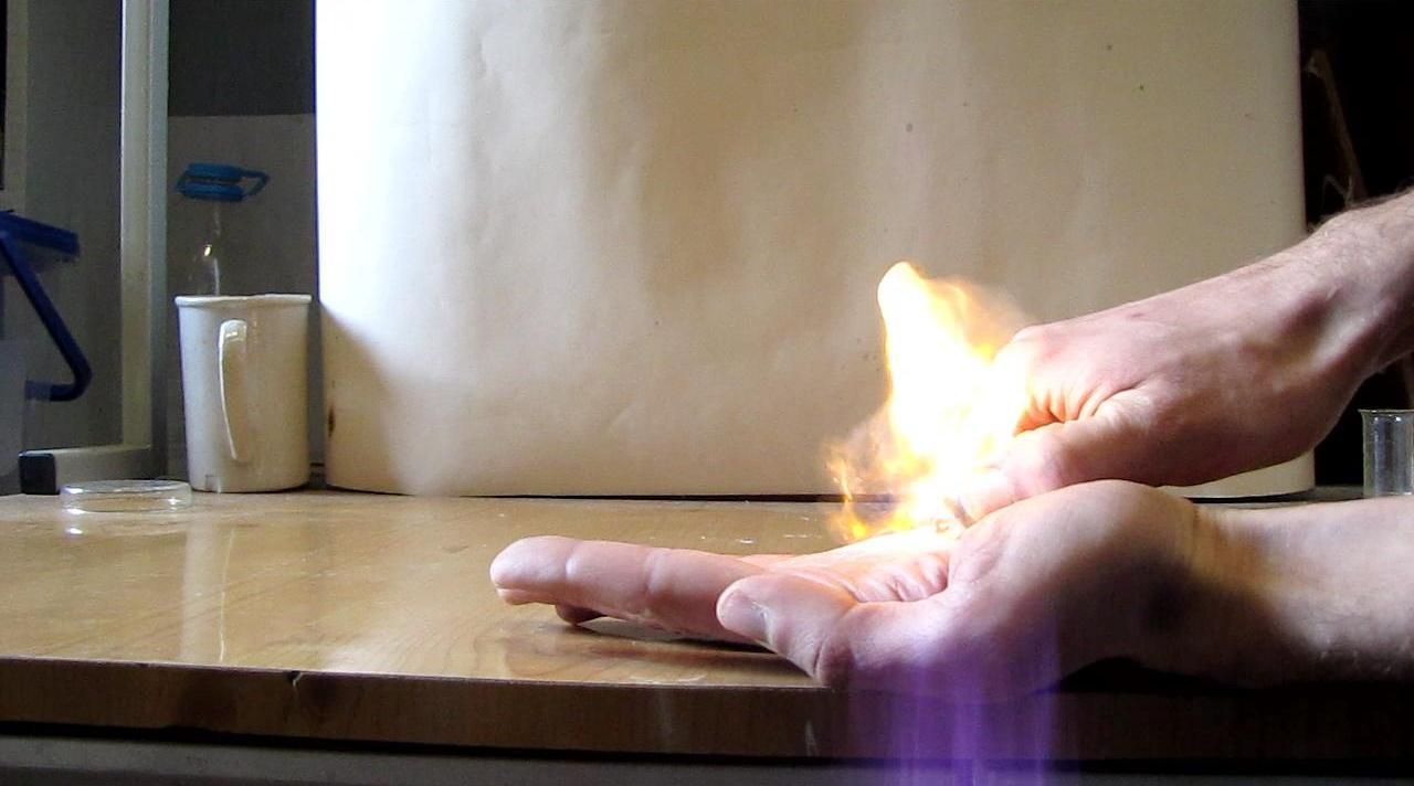 Разложение перекиси ацетона - Огонь на ладони