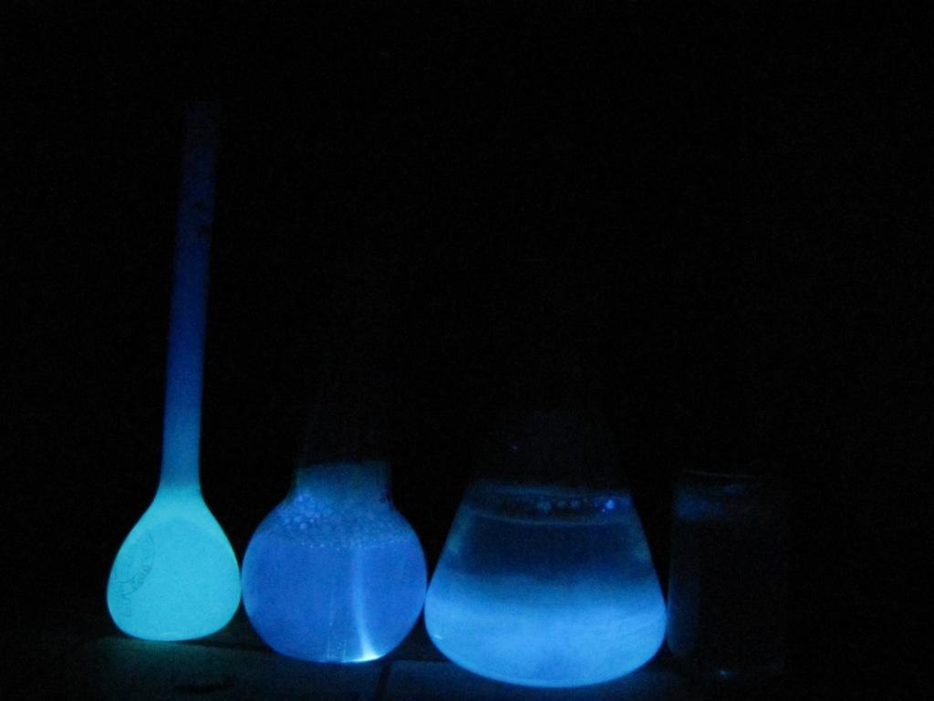 Как сделать светящуюся жидкость из люминола