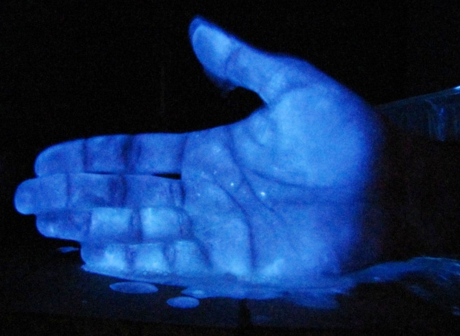 Свечение люминола. Luminescence of Luminol (Glowing of Luminol Solution)