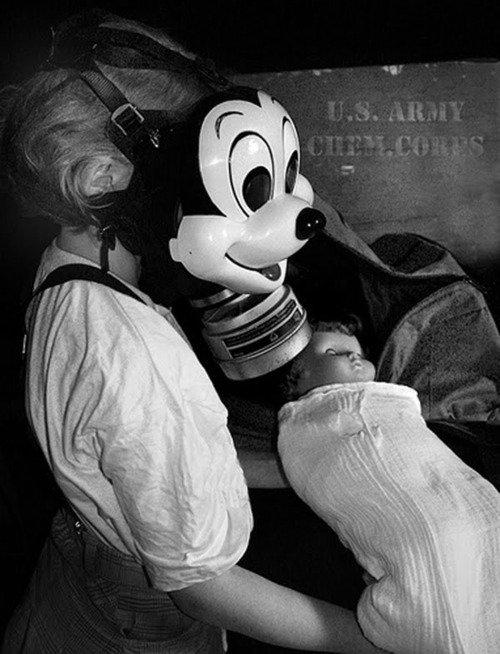 Детские противогазы в виде маски Микки Мауса