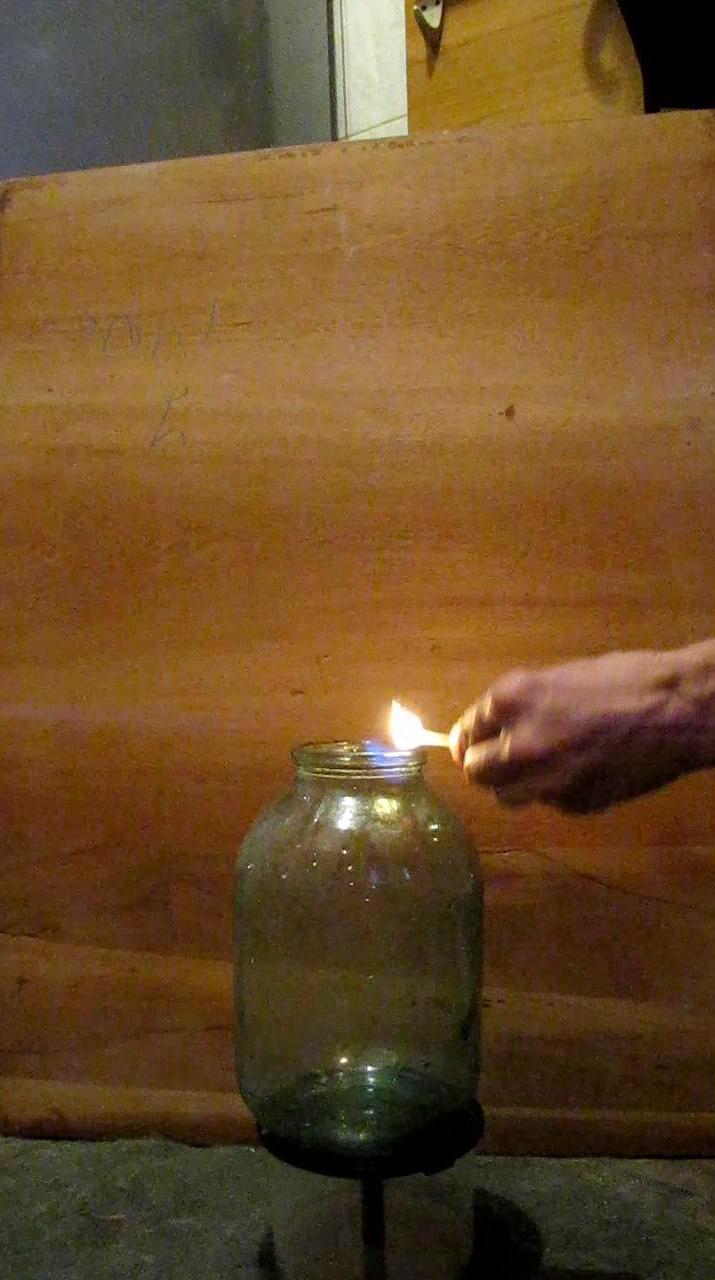 Горение метана в трехлитровой банке