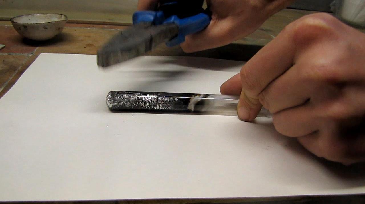 Реакция магния с содой - образование натрия