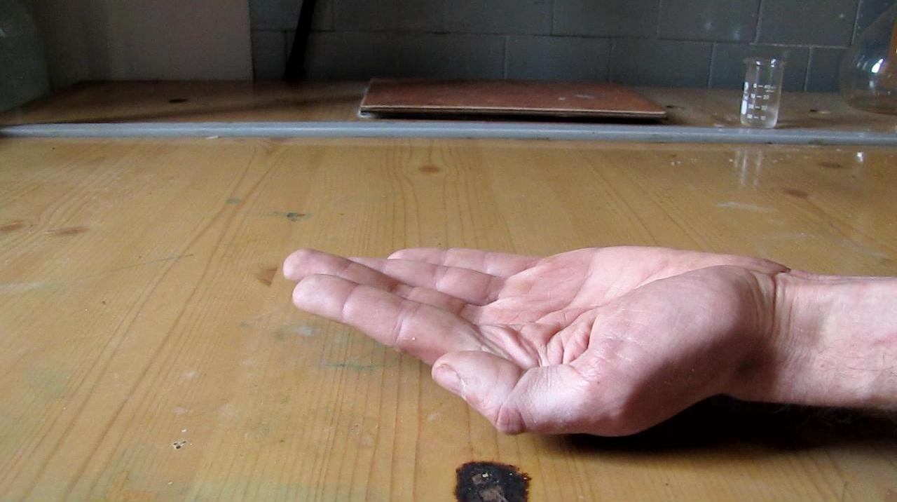 Жидкая пропан-бутановая смесь - огонь на ладони (''холодный огонь'')