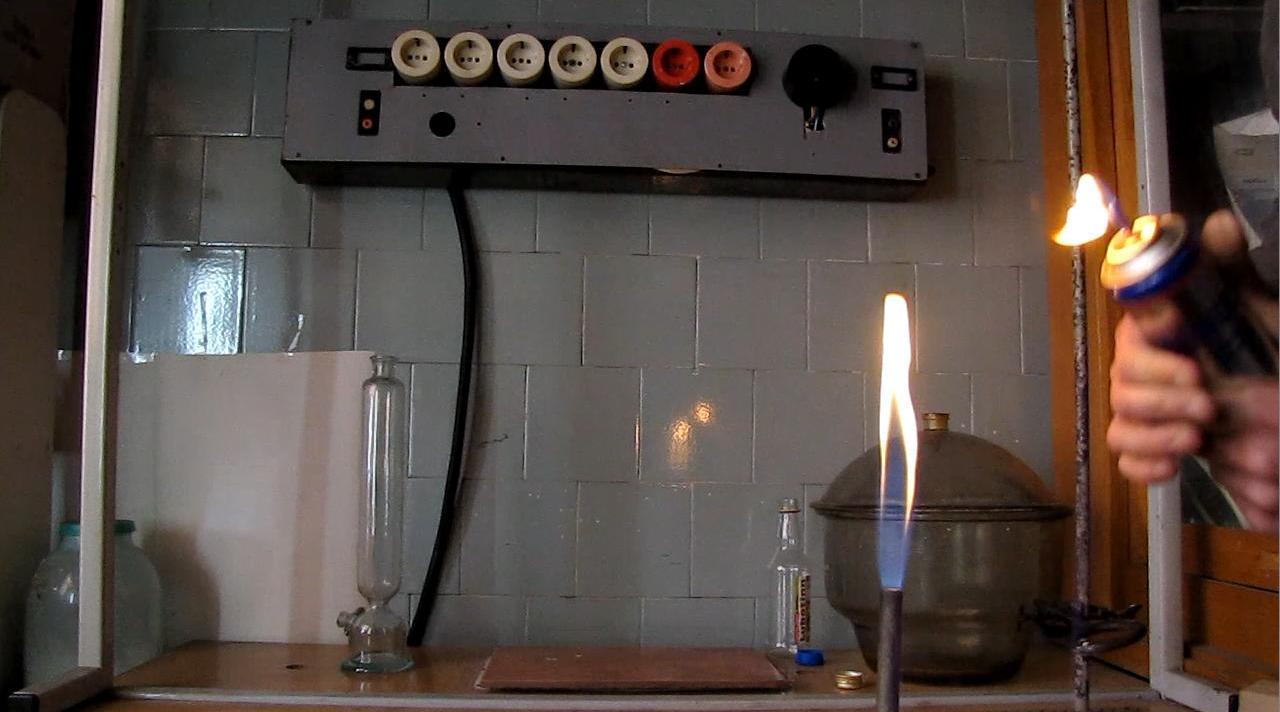 Горение аэрозоля пропан-бутановой смеси (модель огнемета)