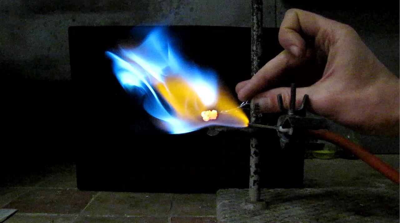 Горение цинка в пламени водорода