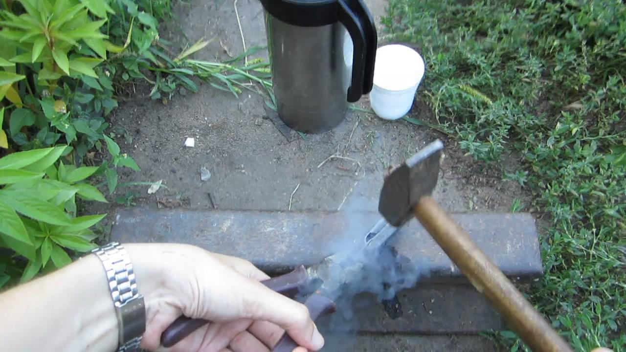 Хрупкость стали - разбивание сифонного баллончика (жидкий азот)