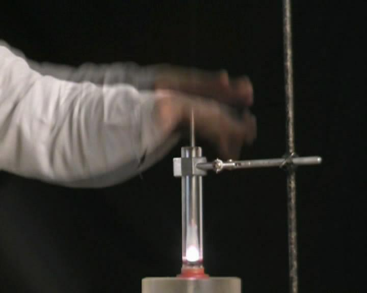 ''Воздушное огниво'' - воспламенение ваты при резком сжатии воздуха