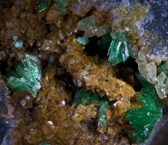 Анабергит - арсенат никеля Ni3(AsO4)2·8H2O