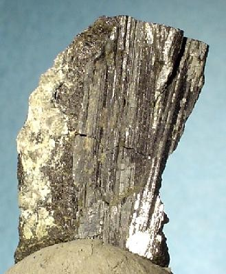 Висмутин (минерал) - сульфид висмута Bi2S3