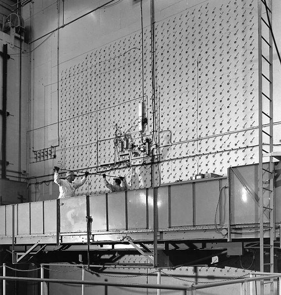 Графитовый реактор X-10 (для производства оружейного плутония и радиоизотопов)