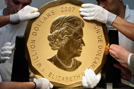 Самая большая золотая монета в мире (вес - 100 кг, диаметр - 53 см, номинал - 1 млн. долл., страна - Канада)