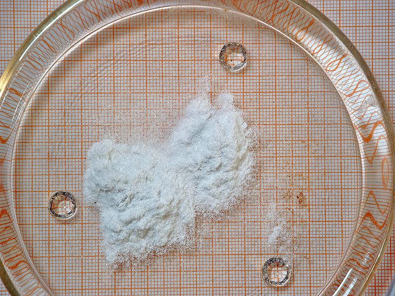 Фульминат ртути (гремучая ртуть). Многие годы использовался в детонаторах