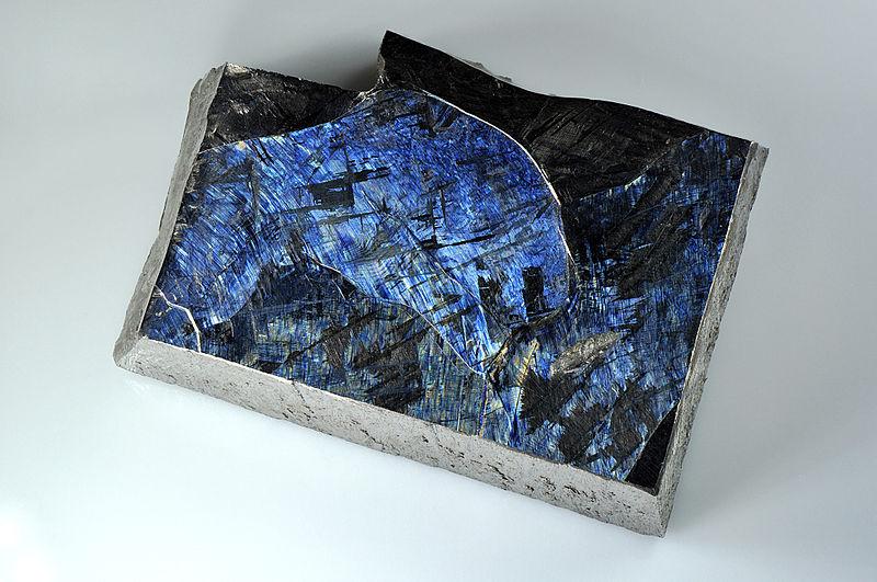 Высокочистый (99,999%) титан. Видно кристаллы