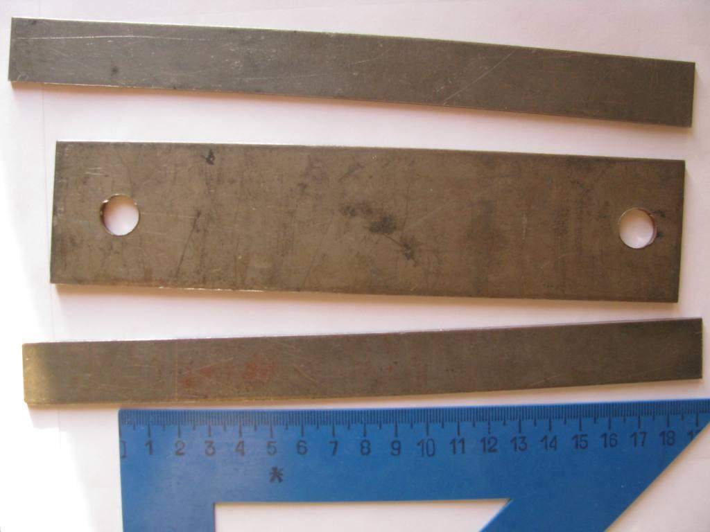 Титан (в центре) и нержавеющая сталь (сверху и снизу)