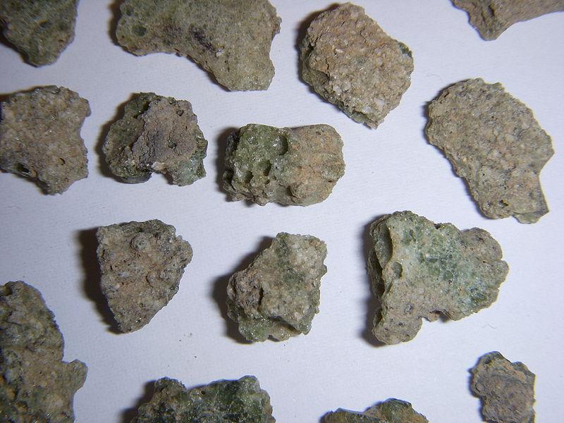 Trinitite - стекловидная порода, которая осталась после испытаний плутониевого ядерного заряда ''Trinity''. Trinitite  содержит следы америция-241