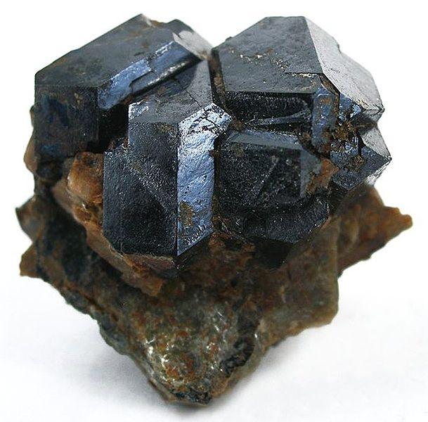 Настуран и другие минералы урана содержат следы прометия