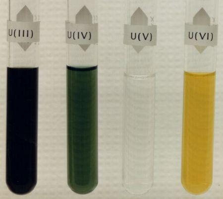 Растворы солей урана разных степеней окисления: (III), (IV), (V) и (VI)