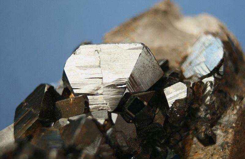 Касситерит (минерал состава SnO2)