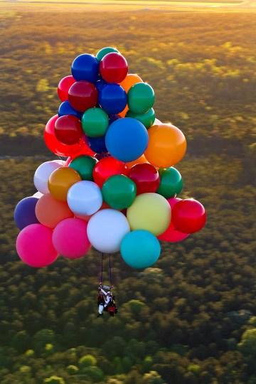 Экстремальный полет на воздушных шарах, заполненных гелием