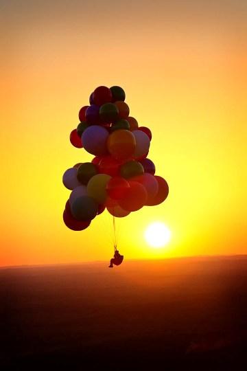 Экстремальный полет на воздушных шарах, наполненных гелием