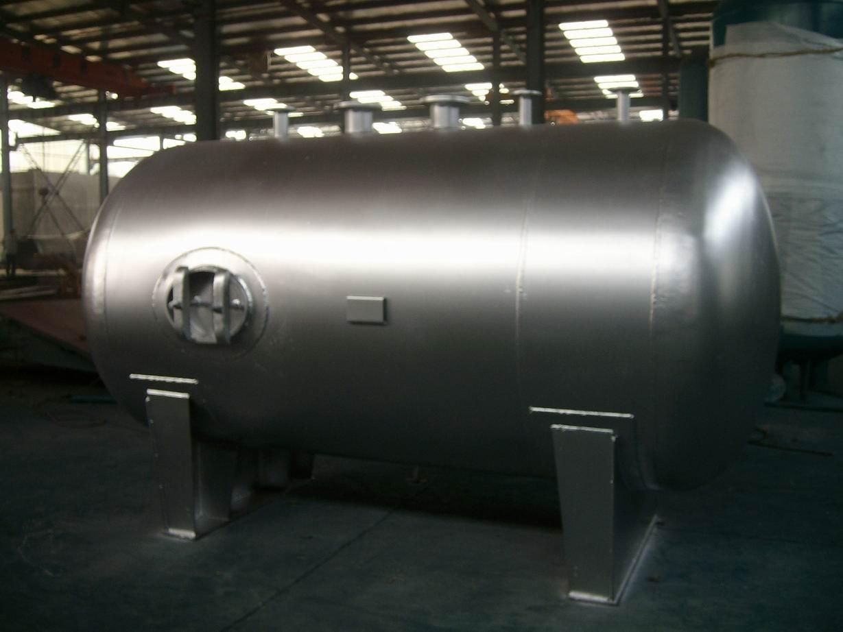 Резервуар для хранения жидкого хлора (материал - нержавеющая сталь)