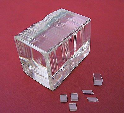 Кристаллы вольфрамата калия и гадолиния KGd(WO4)2