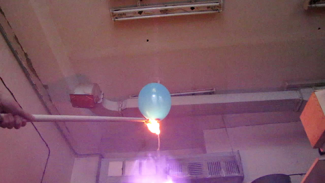 Взрыв воздушного шарика с гремучим газом
