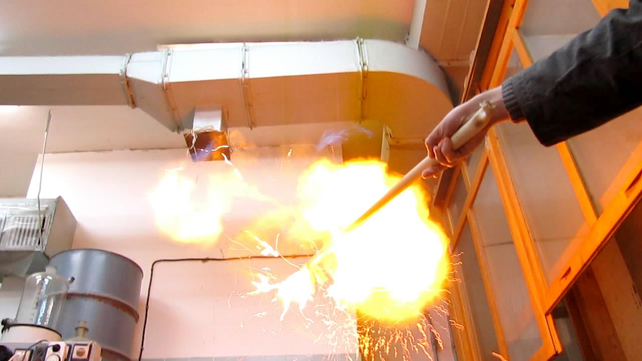 Взрыв мусорного пакета с гремучим газом