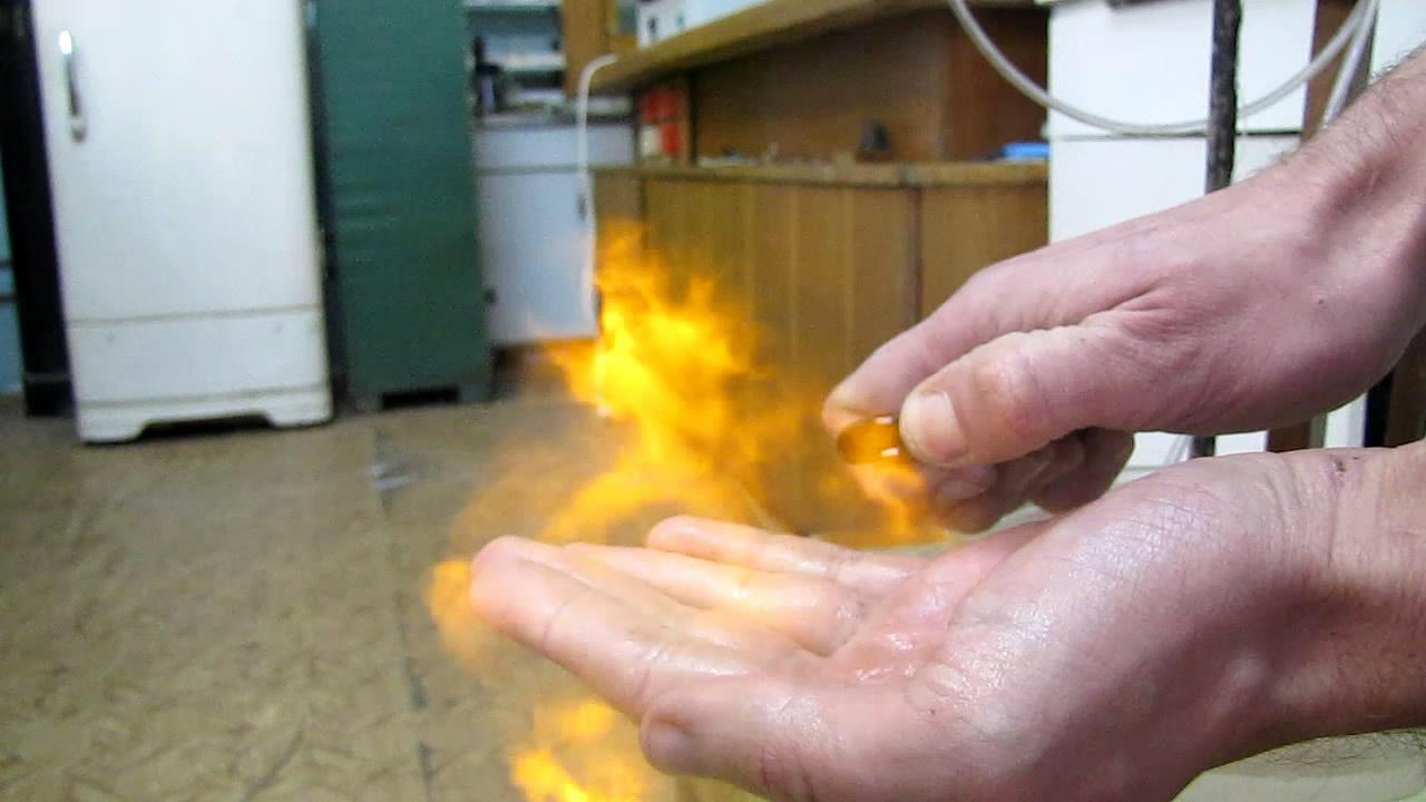 Взрыв на ладони (взрыв пены с гремучим газом)