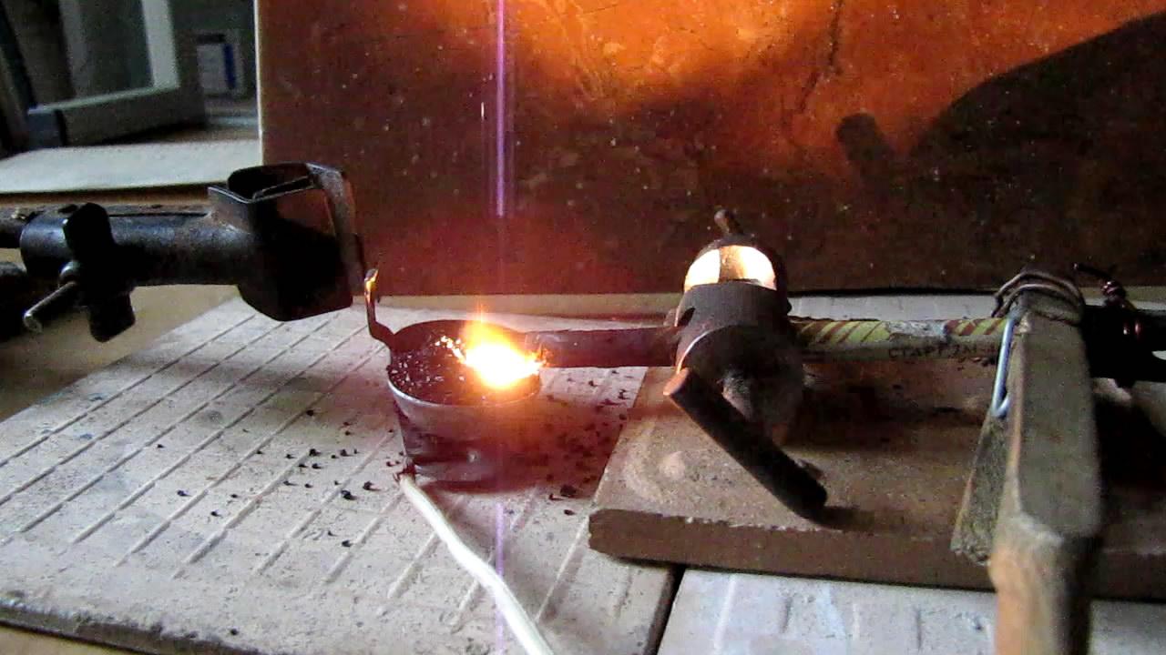 Электрическая дуга между графитом и активированным углем